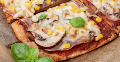 Przepis fitness: Idealna pizza białkowa z ciasta twarogowego