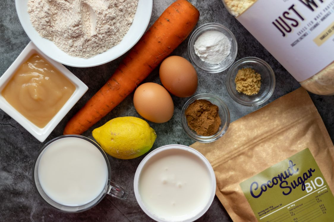 Ingredience na vláčný mrkvový koláč s tvarohovým krémem