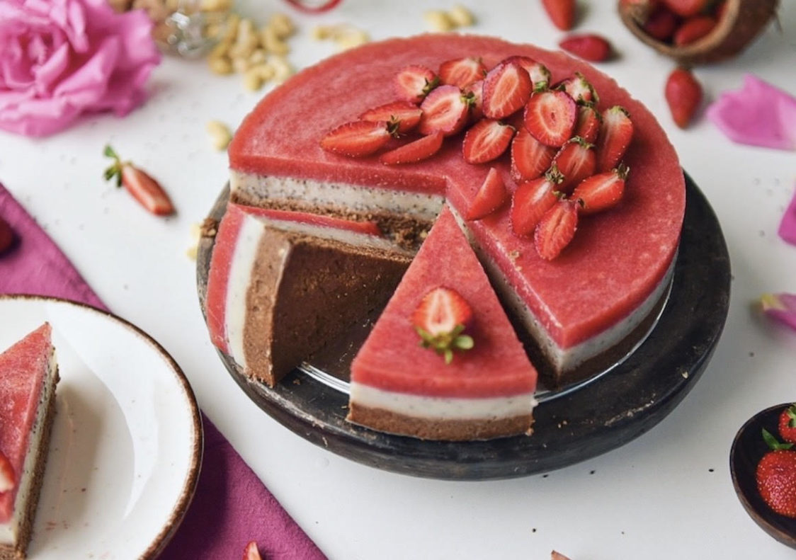 Fitness recipe: No-bake vegan strawberry cake