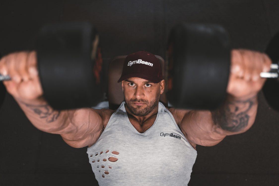 Anspruchsvolles Krafttraining wirkt sich auf Gewichtsschwankungen aus