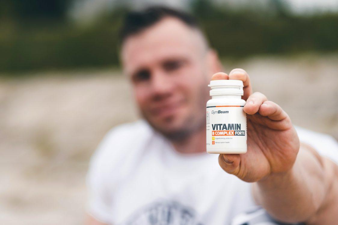 Veganilor le lipsește vitamina B12