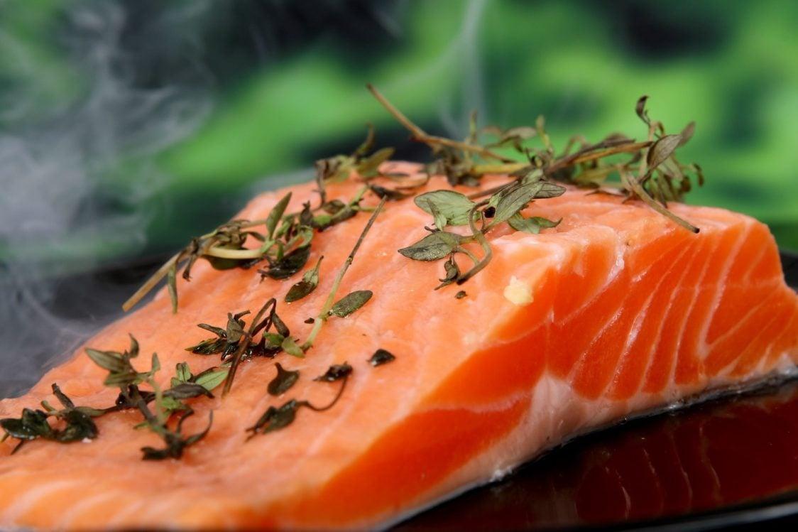 Le migliori fonti alimentari di proteine: il salmone