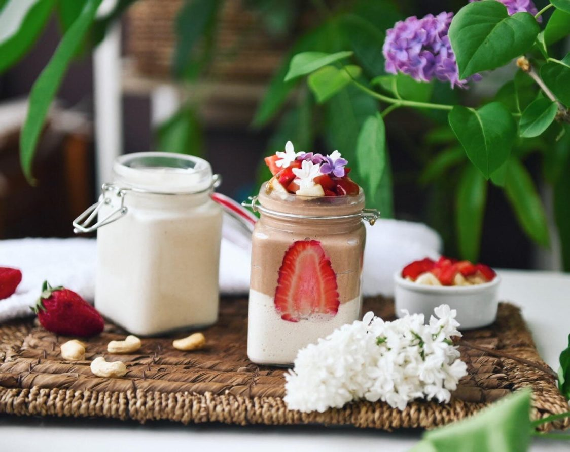 Fitness recipe: Vegan cup with homemade cashew yogurt