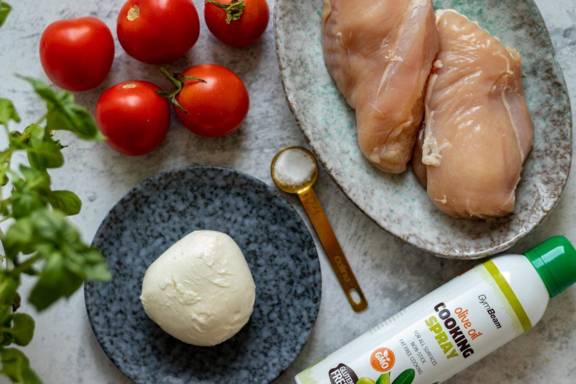 Sastojci za pečenu piletinu Caprese