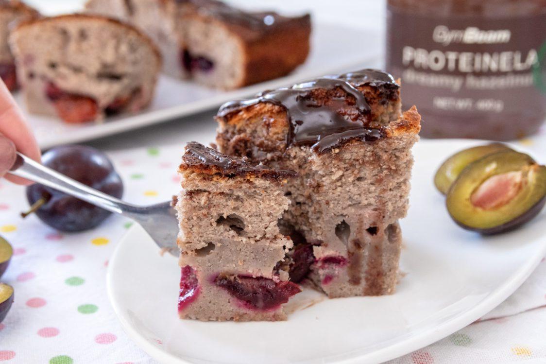 Rețetă fitness: Prăjitură cu prune la cană pentru micul dejun