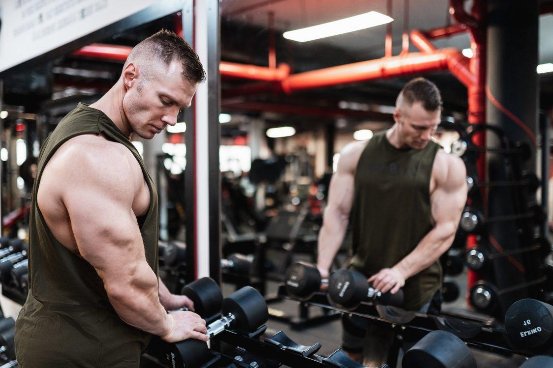 Kolostrum obsahuje růstové faktory. Může urychlit růst svalů?