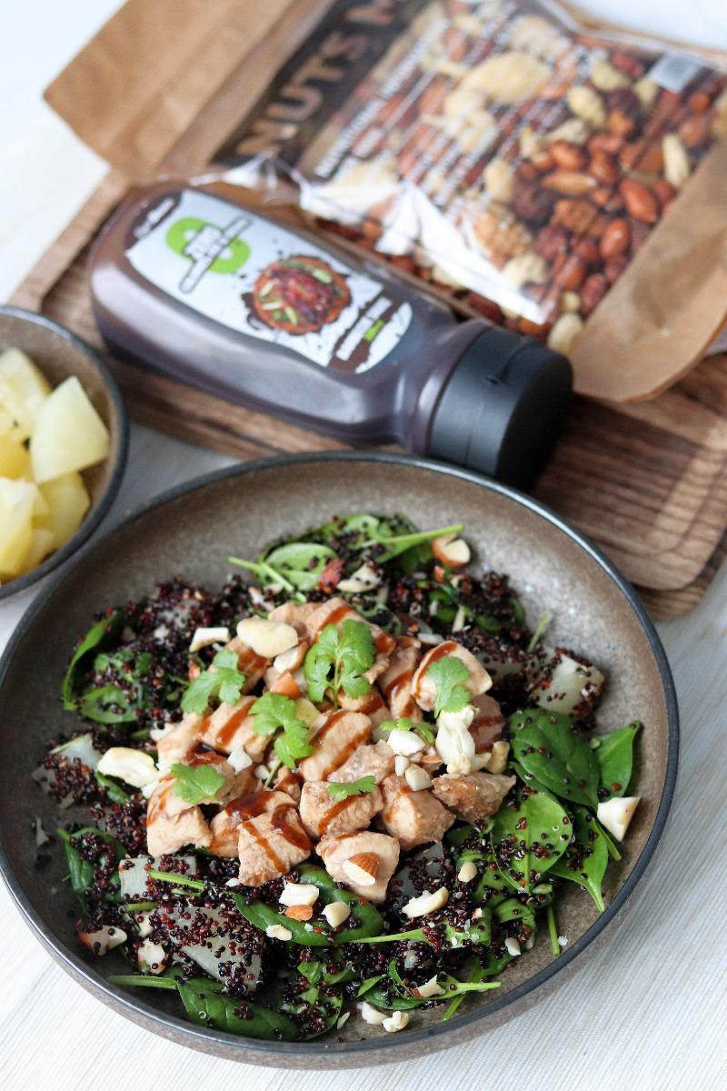 Rețeta fitness: Barbeque de pui cu salată quinoa și ananas