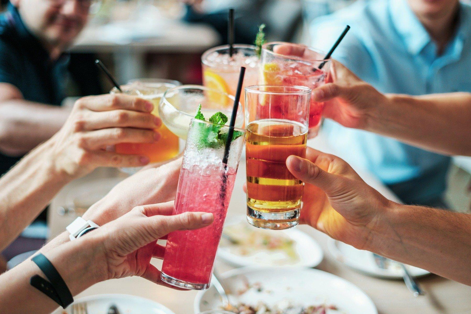 Alkohol obsahuje mnoho kalórií